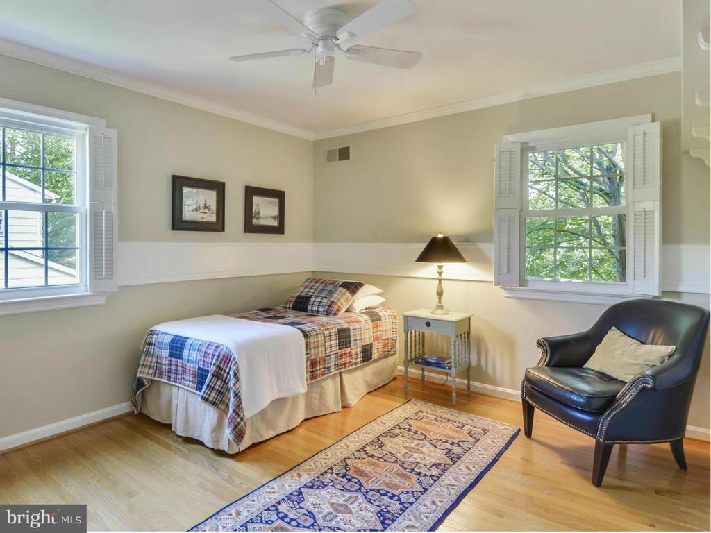 Neutral bedroom with attractive molding - 3901 PINE BROOK RD, ALEXANDRIA