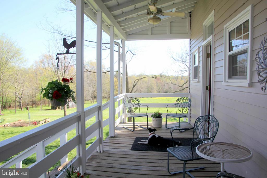 Relaxing and private back porch - 3374 TWYMANS MILL RD, ORANGE