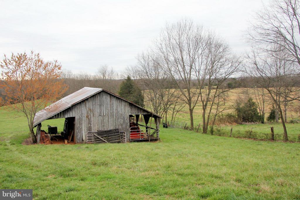 Tractor barn in the back field - 3374 TWYMANS MILL RD, ORANGE