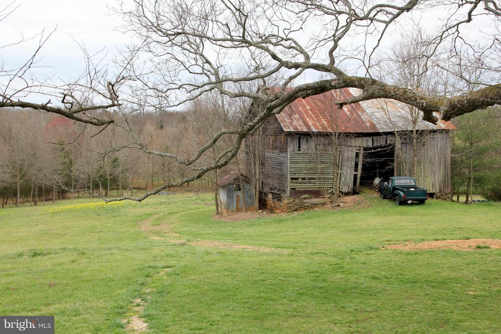 Old Tobacco barn from yesteryear - 3374 TWYMANS MILL RD, ORANGE