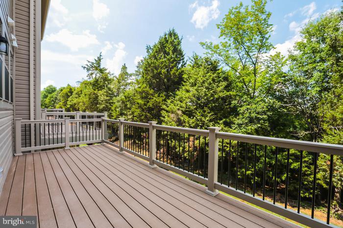 deck off of kitchen - 43456 ROBEY SQ, ASHBURN