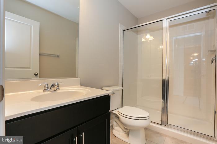 Bath - 43456 ROBEY SQ, ASHBURN
