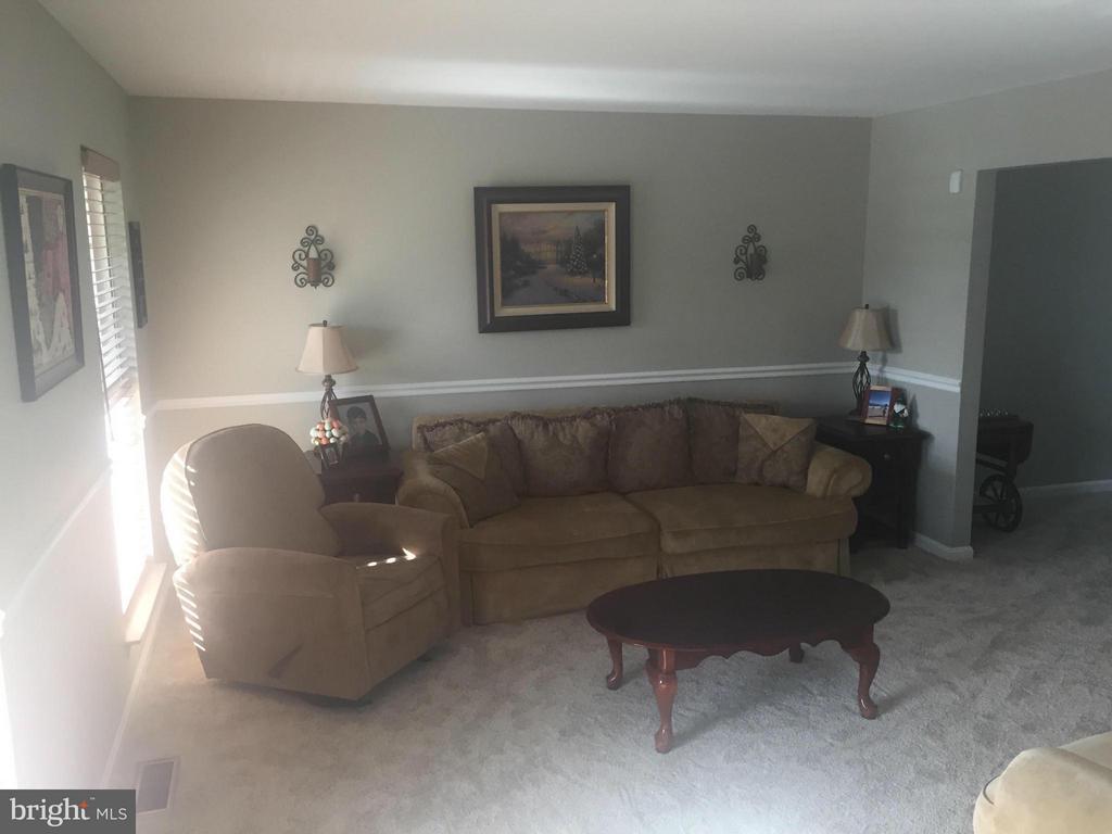 Living Room - 18 SAINT MARKS CT, STAFFORD