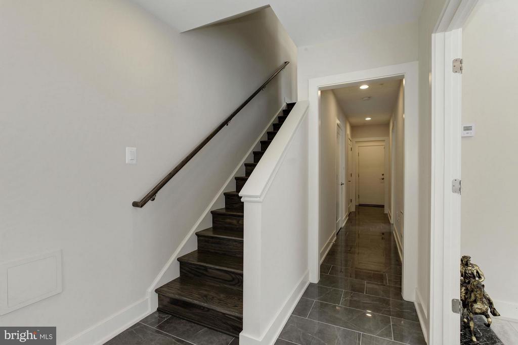 Foyer - 10401 FERNWOOD RD, BETHESDA
