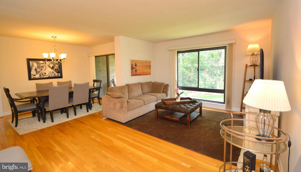 Hardwood floors throughout Main Level - 7903 SCHUYLER CT, ANNANDALE