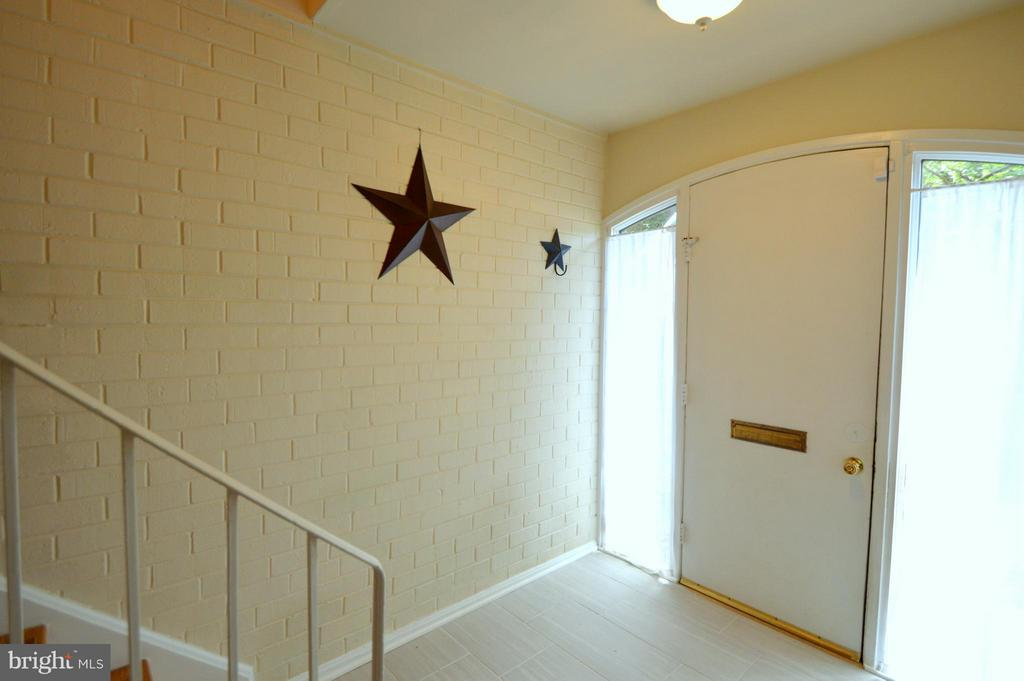 Beautiful entry with exposed brick and arched door - 7903 SCHUYLER CT, ANNANDALE