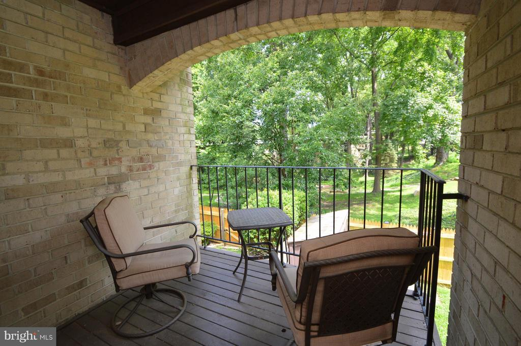 Main Level covered balcony - 7903 SCHUYLER CT, ANNANDALE