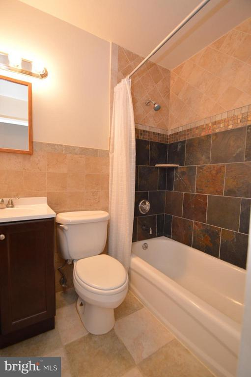 Hall Bathroom Upper Level - 7903 SCHUYLER CT, ANNANDALE