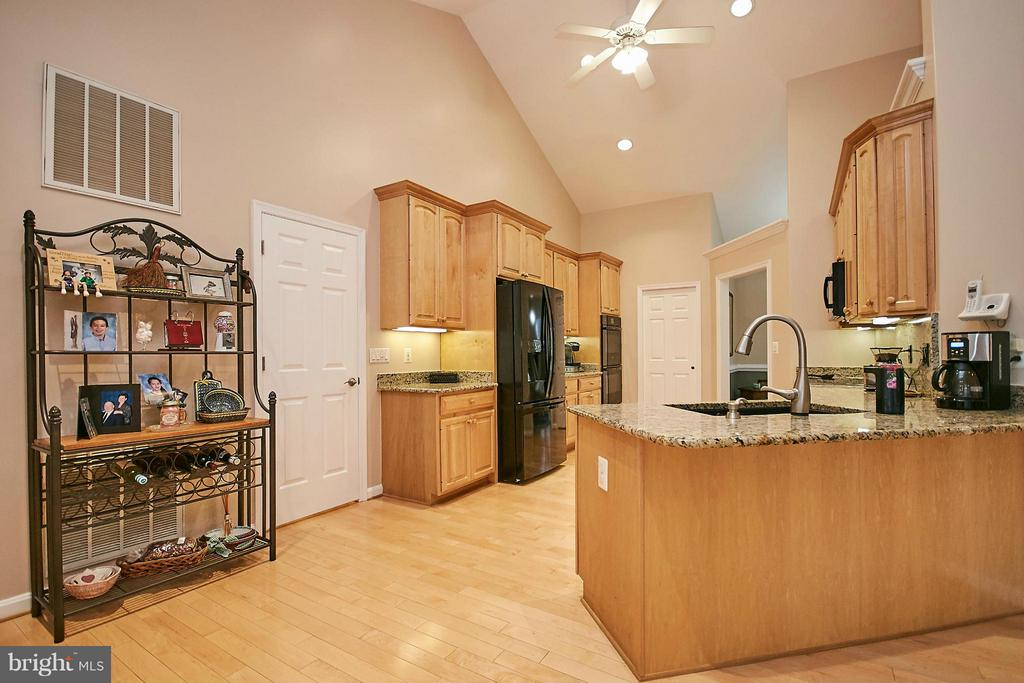 Kitchen - 10836 HENDERSON RD, FAIRFAX STATION