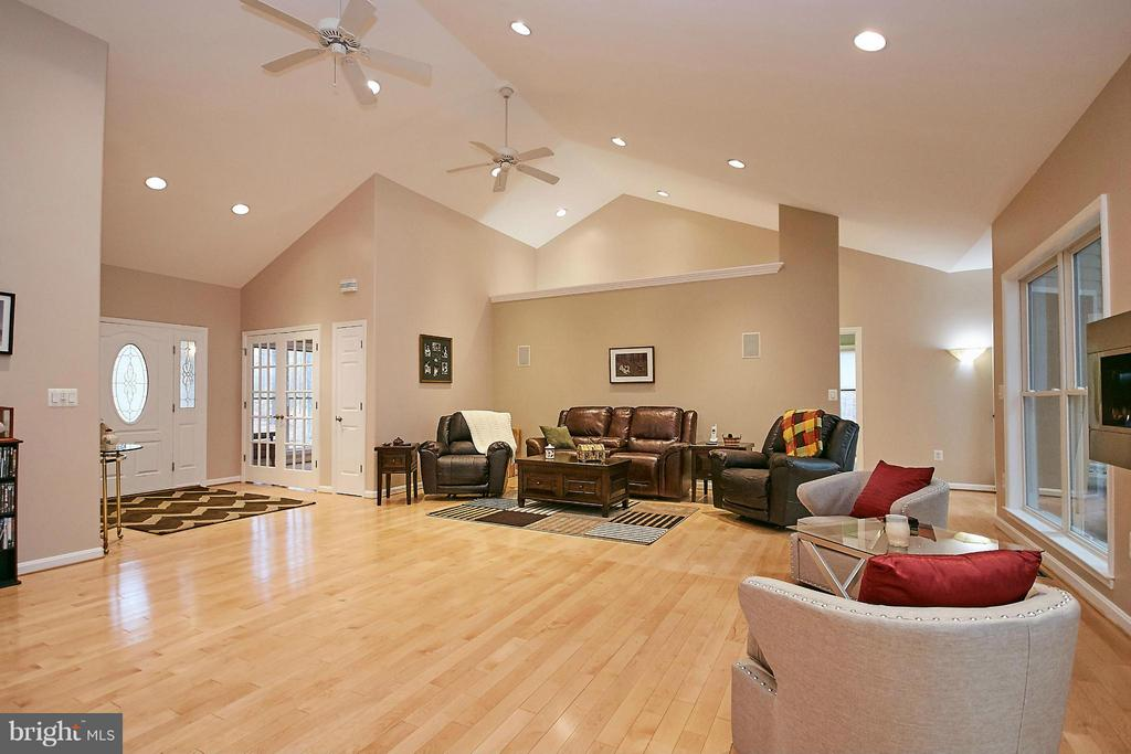 Family Room - 10836 HENDERSON RD, FAIRFAX STATION