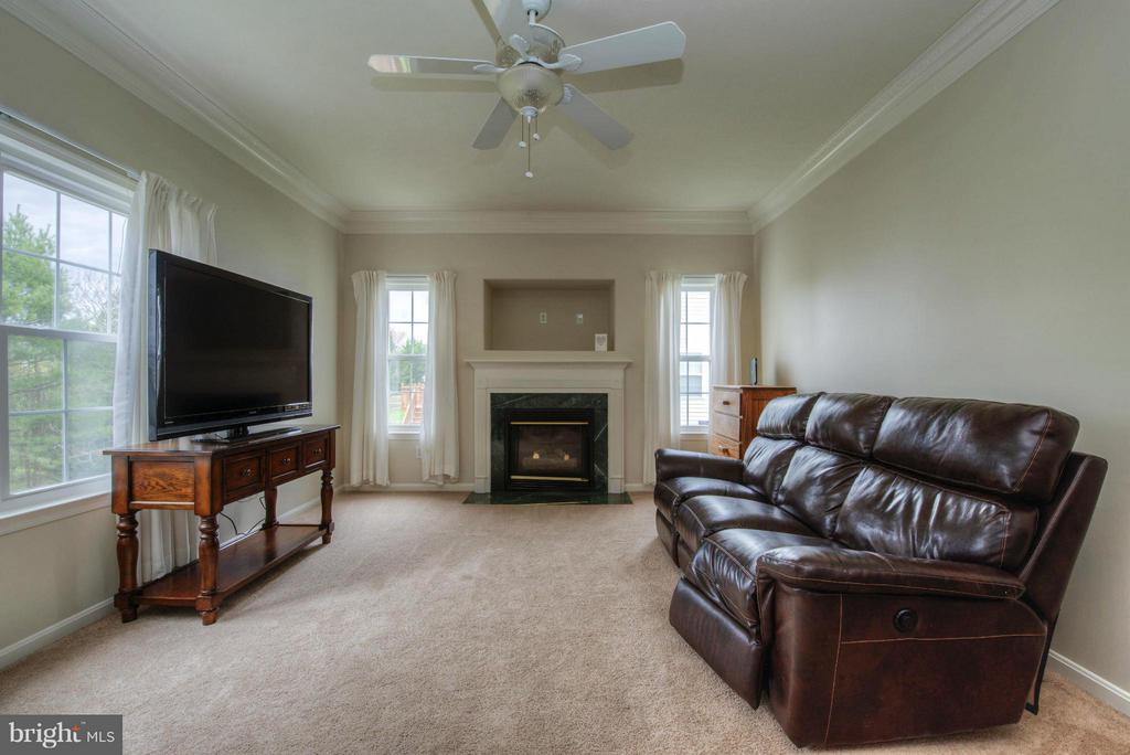 Family Room - 3 LAFAYETTE ST, STAFFORD