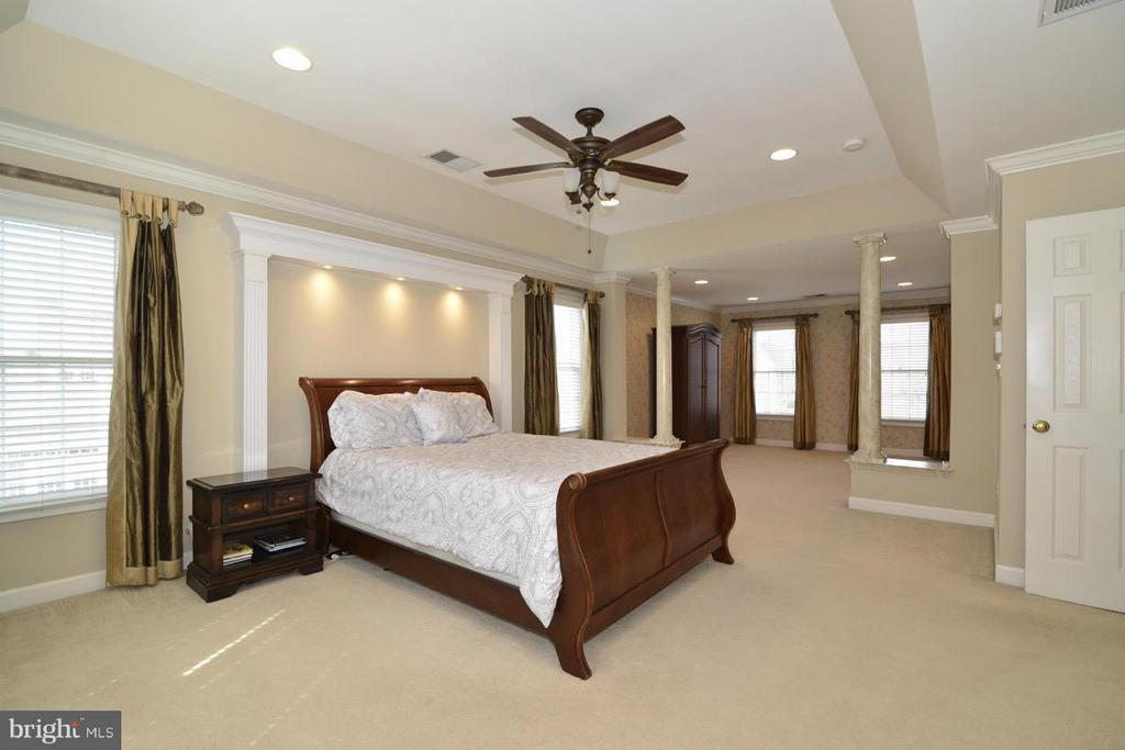 Master Bedroom & Sitting Room! - 20736 ASHBURN STATION PL, ASHBURN