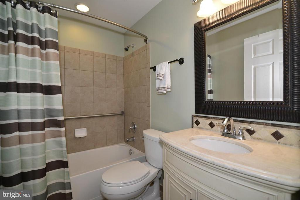 Lower level bath - 20736 ASHBURN STATION PL, ASHBURN