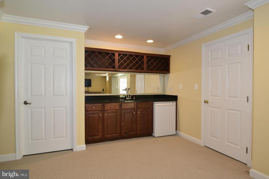 Wet bar ~ lower level recreation room - 20736 ASHBURN STATION PL, ASHBURN