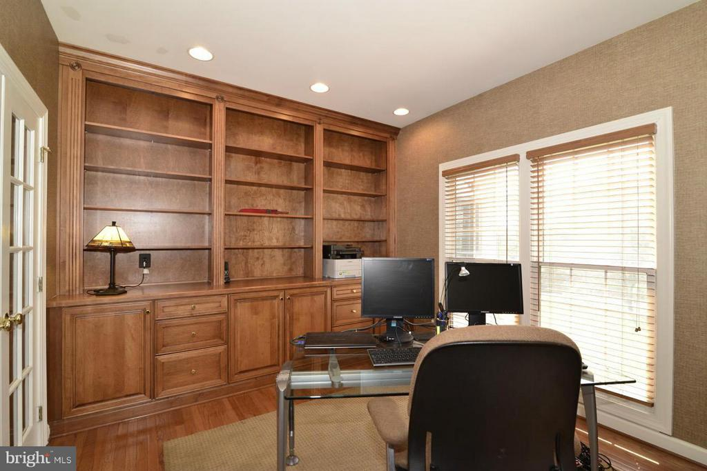 Main level office! Cherry built-ins! - 20736 ASHBURN STATION PL, ASHBURN