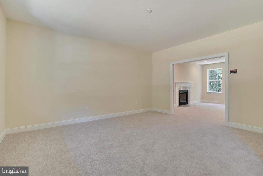 Formal Living Room or front room - 18413 CEDAR DR, TRIANGLE