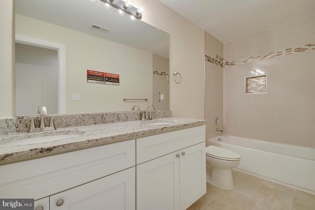 2x vanity in hall bath - 18413 CEDAR DR, TRIANGLE