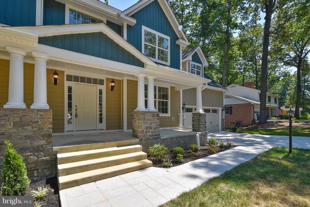 Classic and welcoming front porch. - 18413 CEDAR DR, TRIANGLE