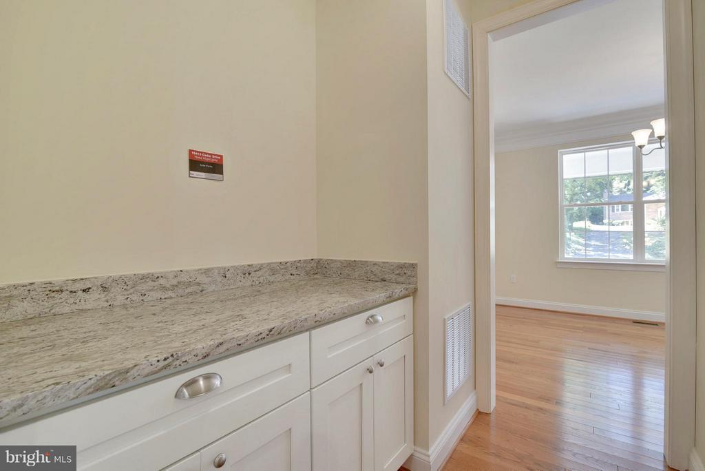 Butlers Pantry for additional storage /prep  space - 18413 CEDAR DR, TRIANGLE
