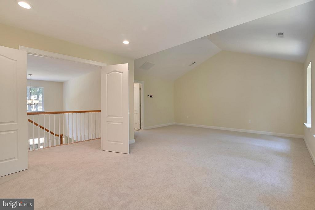 Feel like royalty in your SPACIOUS Master Suite - 18413 CEDAR DR, TRIANGLE