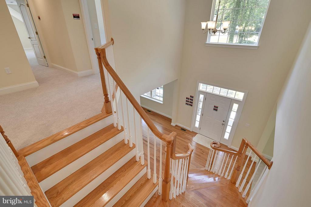 Dramatic Two-Story Entry - 18413 CEDAR DR, TRIANGLE