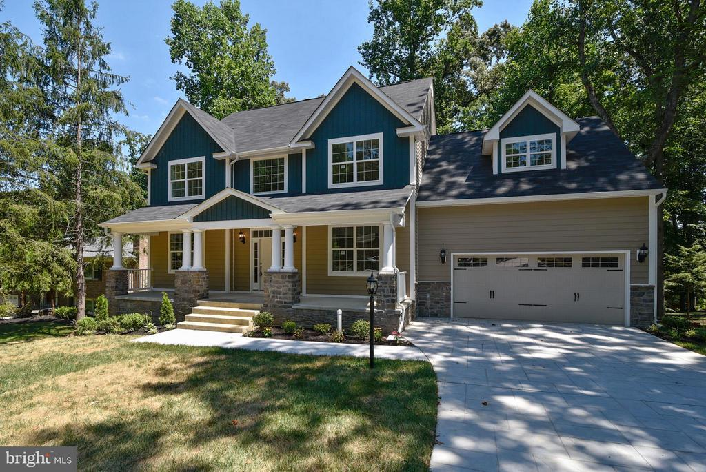 Stone paver driveway + walk - classic front porch - 18413 CEDAR DR, TRIANGLE