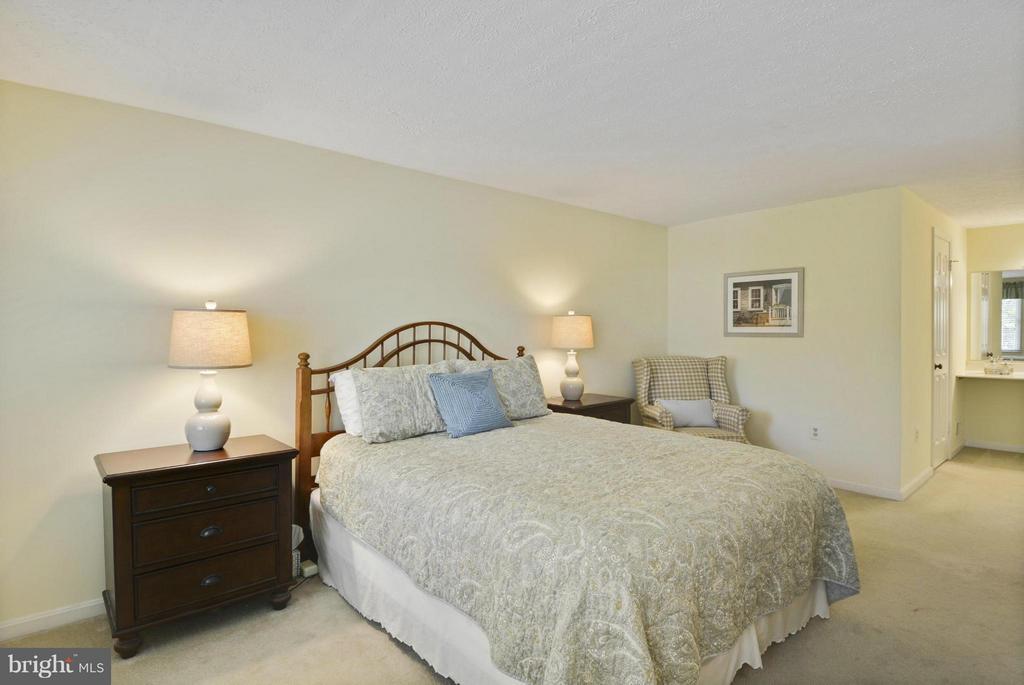 Large master bedroom - 790 3RD ST, HERNDON