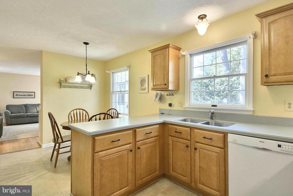 Updated kitchen - 790 3RD ST, HERNDON