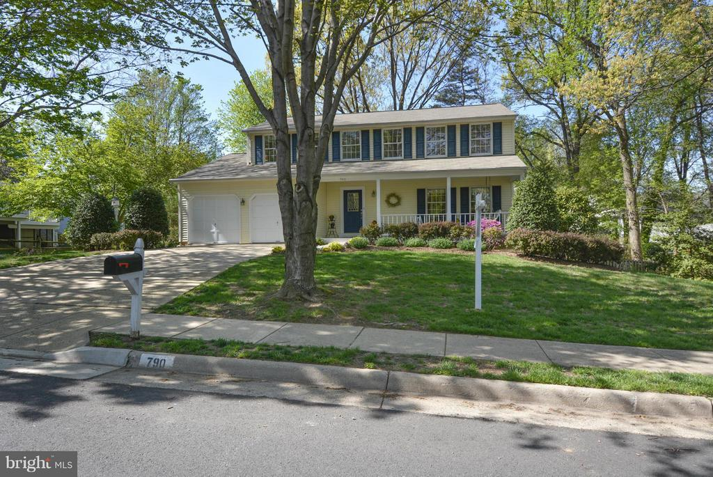 House is located on a pretty tree-lined street - 790 3RD ST, HERNDON