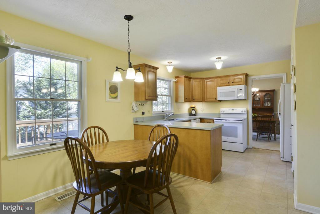 Large eat-in kitchen - 790 3RD ST, HERNDON
