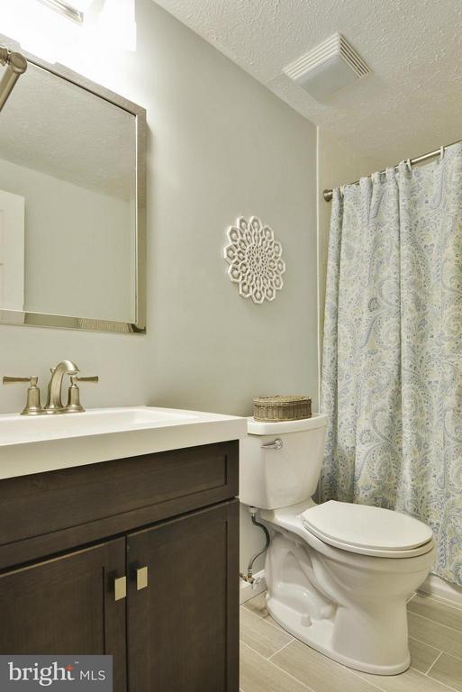 Remodeled hall bath - 790 3RD ST, HERNDON