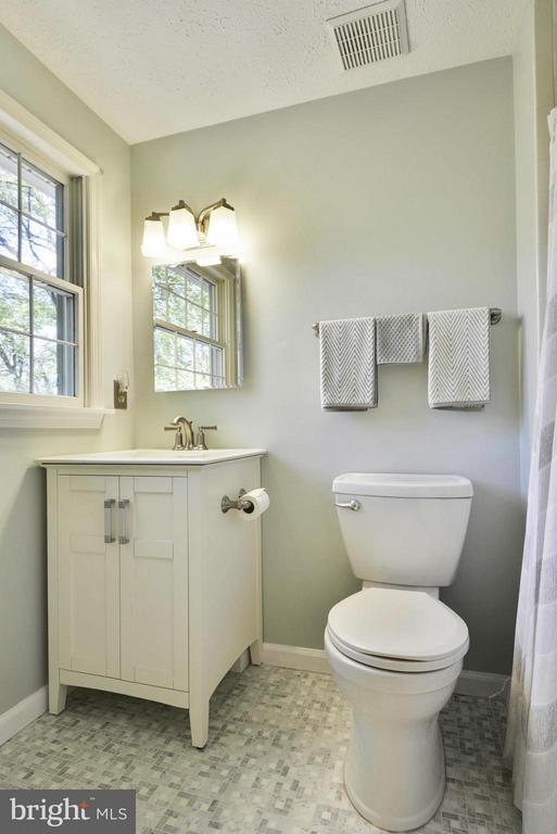 Remodeled master bath - 790 3RD ST, HERNDON