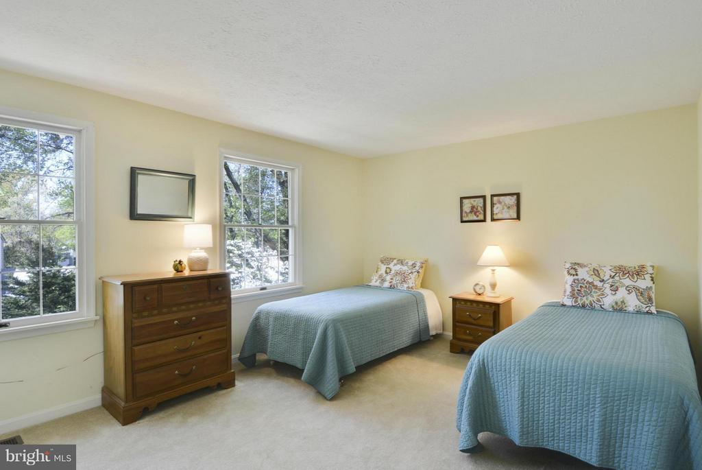 Large third bedroom - 790 3RD ST, HERNDON