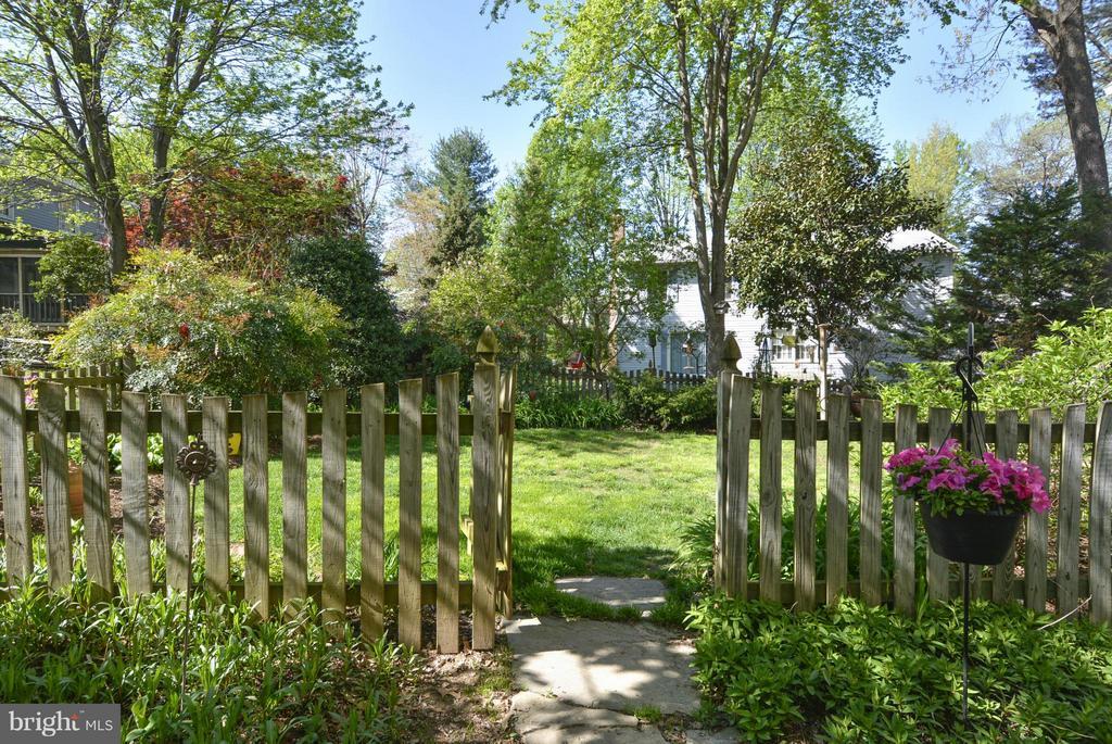 Totally fenced backyard - 790 3RD ST, HERNDON
