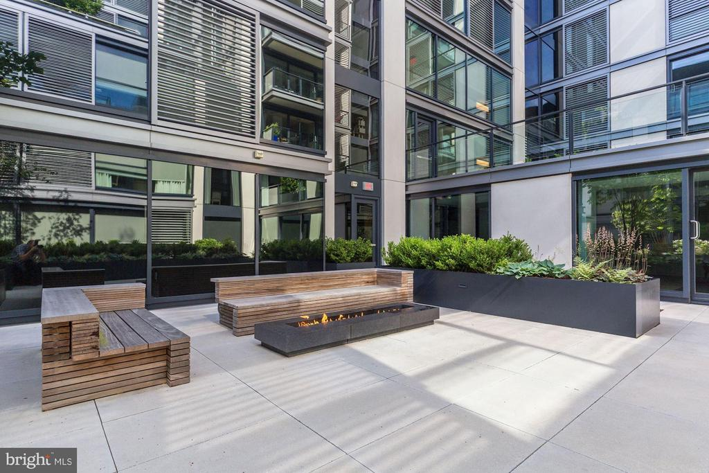 The building is full of lush spaces to relax - 920 I ST NW #505, WASHINGTON