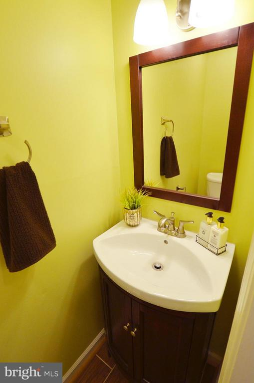 Main Level 1/2 bath - Updated - 2352 HORSEFERRY CT, RESTON
