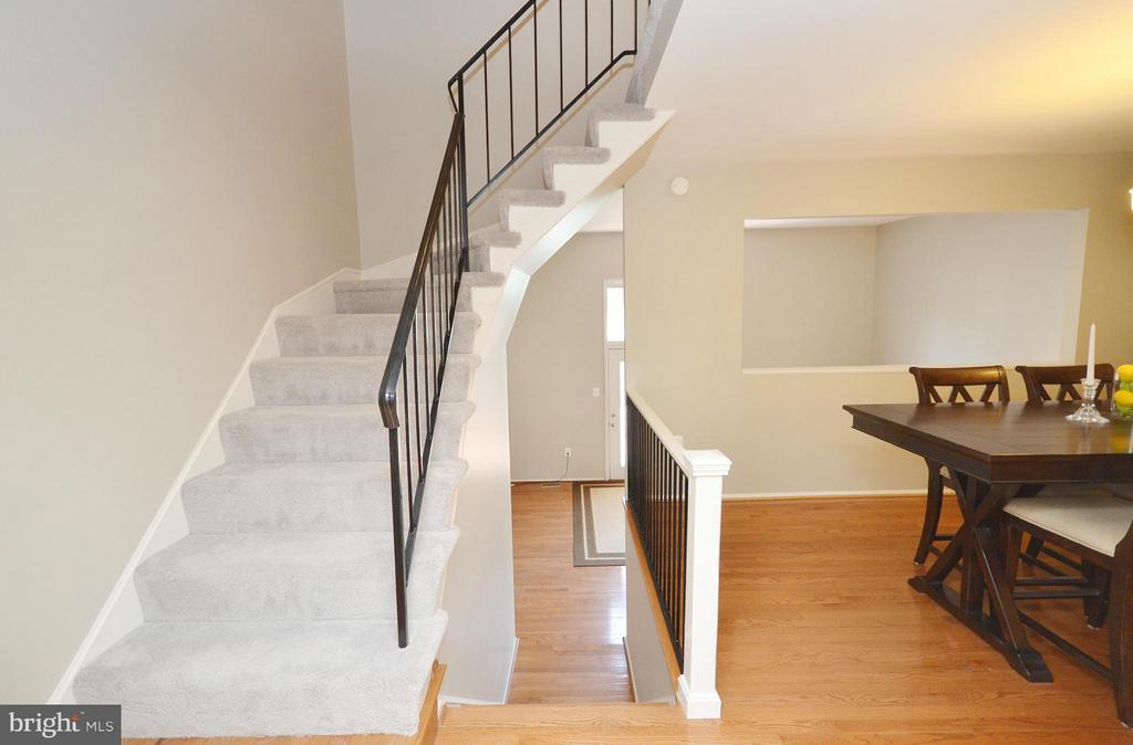 Stairs - 2352 HORSEFERRY CT, RESTON