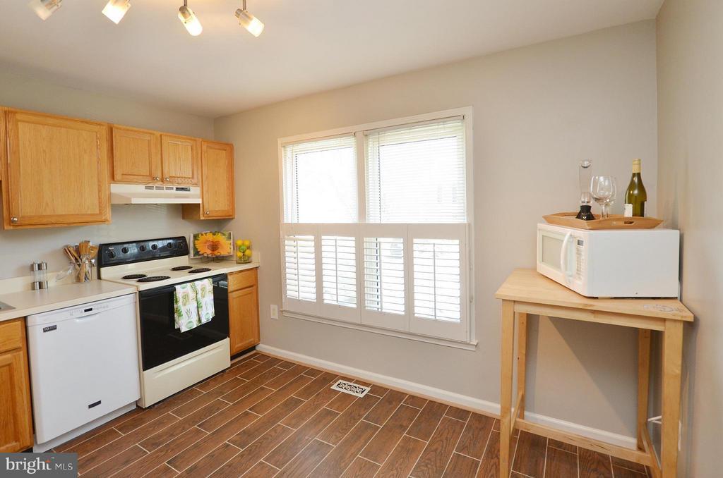Kitchen - 2352 HORSEFERRY CT, RESTON