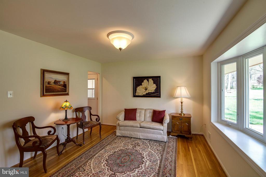 Living Room - 4212 BRAEBURN DR, FAIRFAX