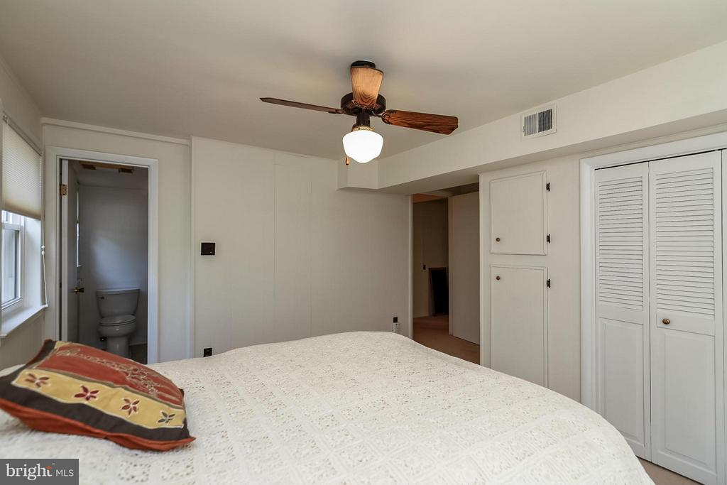 Lower Level Bedroom - 4212 BRAEBURN DR, FAIRFAX
