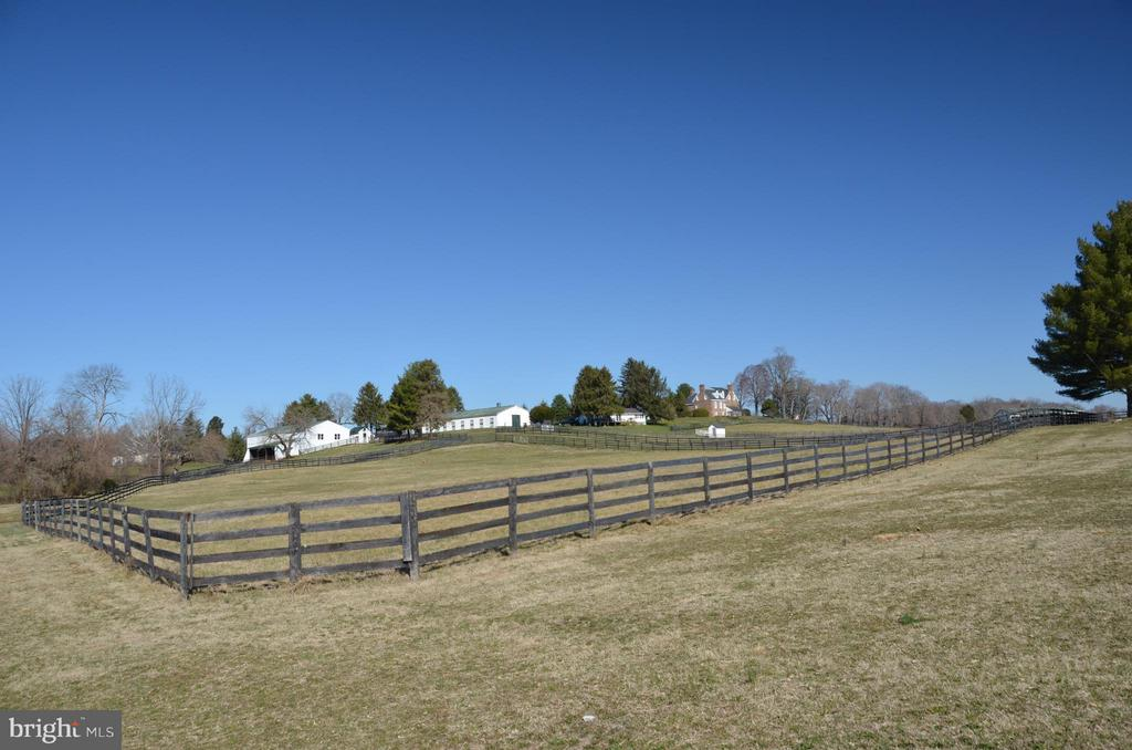 Barns and Pasture - 6342 PLEASANT COLONY, WARRENTON