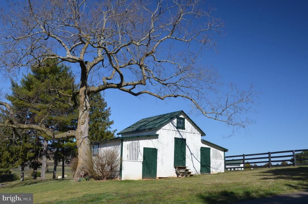 Historic Corn Crib - 6342 PLEASANT COLONY, WARRENTON
