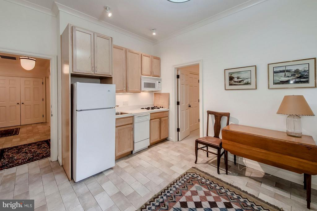 2 Bedroom apartment with kitchen/living room - 3101 CHAIN BRIDGE RD NW, WASHINGTON