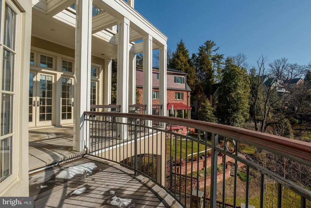 Gorgeous terrace off Living room, vista of park - 3101 CHAIN BRIDGE RD NW, WASHINGTON