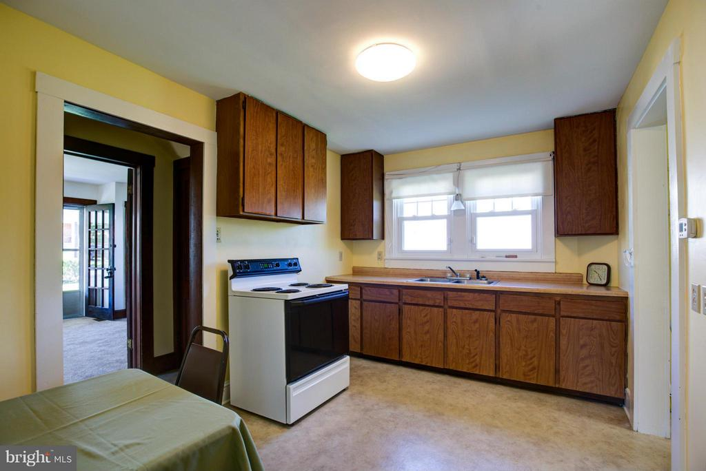 Kitchen - 924 WOODLAND AVE, WINCHESTER