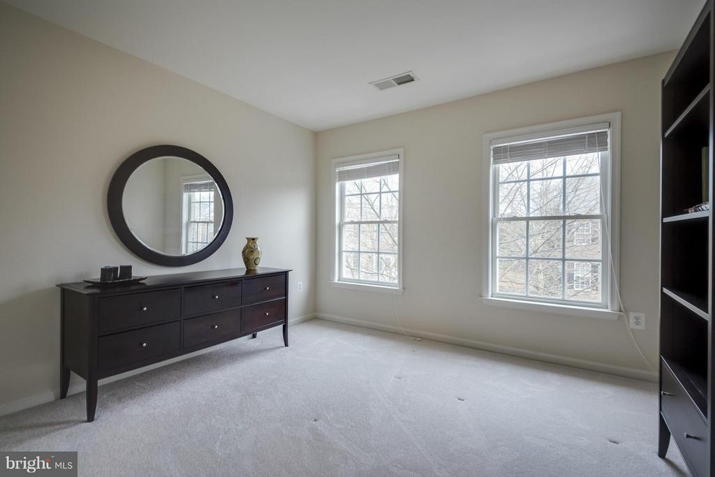Bedroom #3 - 143 HERNDON MILL CIR, HERNDON