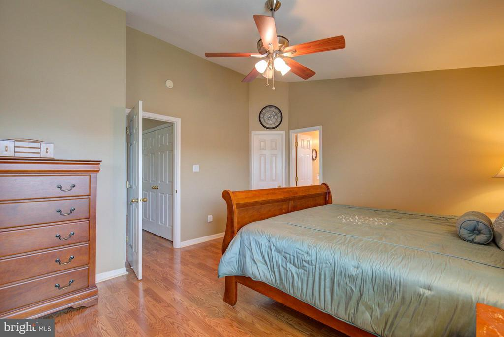 Bedroom (Master) - 545 TULIPTREE SQ NE, LEESBURG