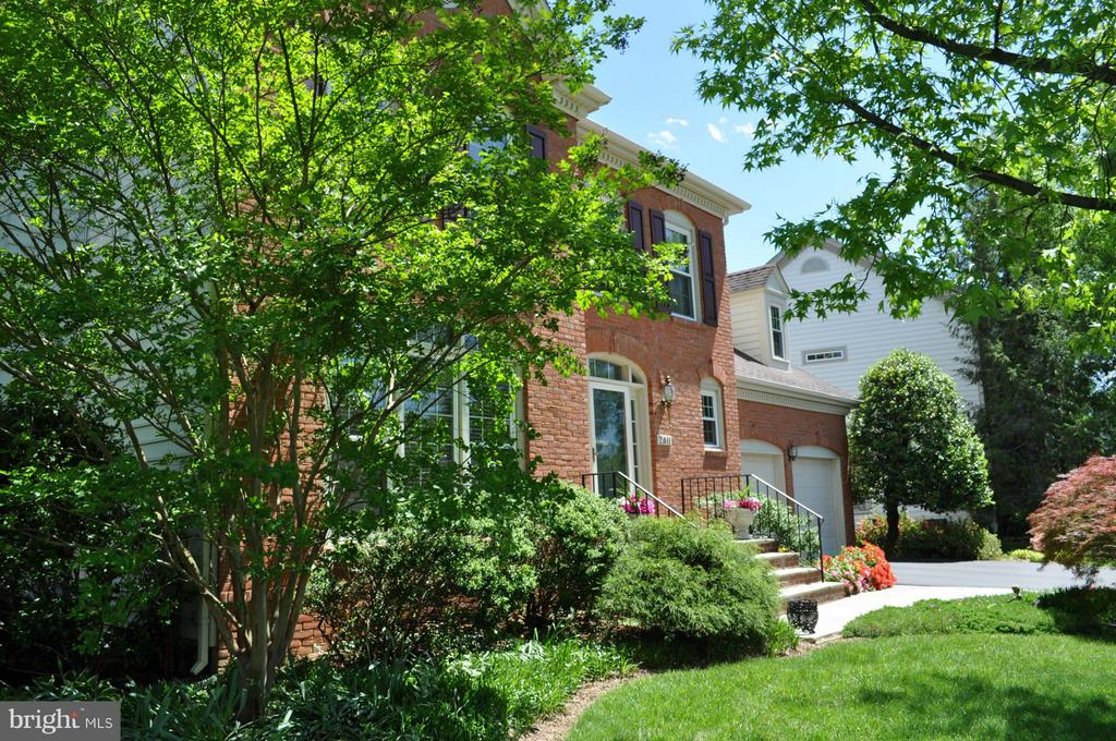 Welcome Home - 2611 MEADOW HALL DR, HERNDON