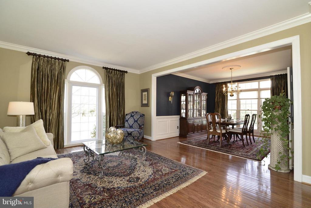 Living Room - 2611 MEADOW HALL DR, HERNDON