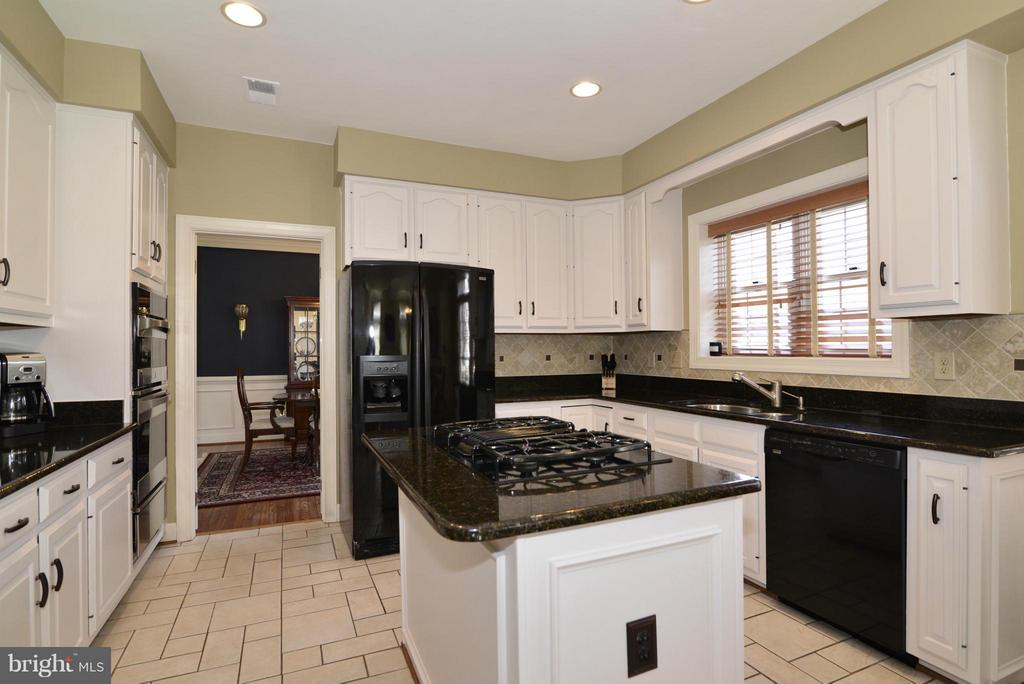 Kitchen - 2611 MEADOW HALL DR, HERNDON